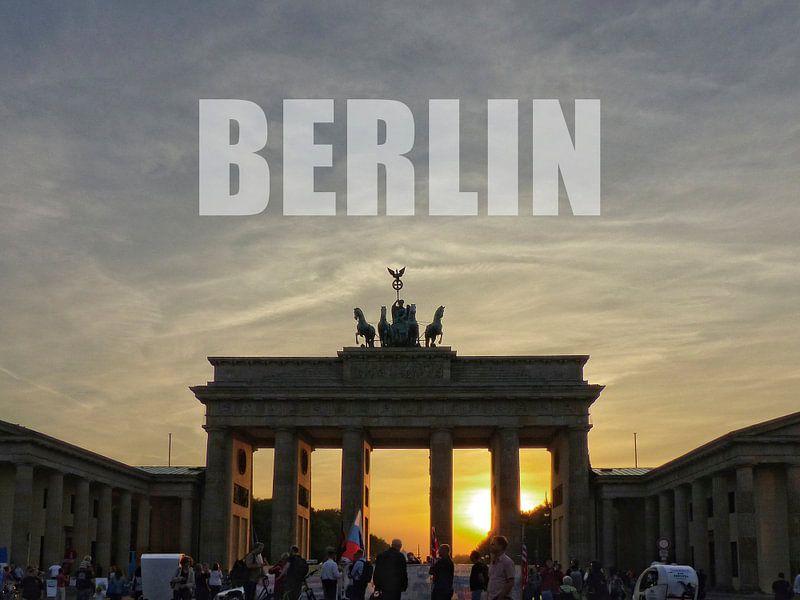 BERLIN, Sunset at the Brandenburg Gate van Ralf Schroeer