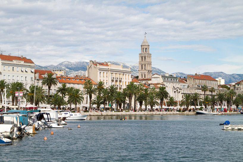 Skyline van Split in Kroatië van Sander Meijering