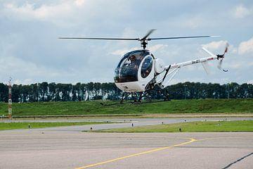 Helicopter in het vizier, airport Lelystad van Ina Hölzel
