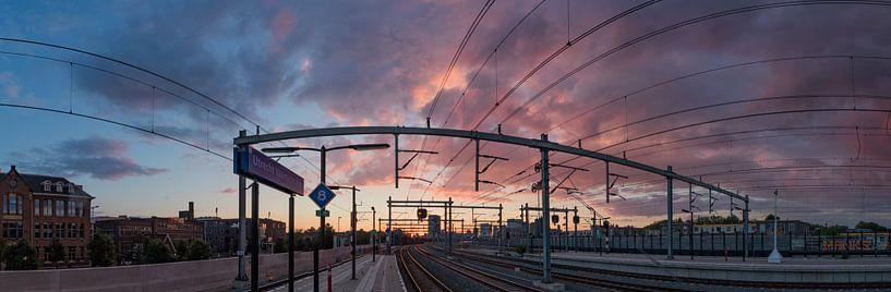 Zonsondergang bij NS Station Vaartsche Rijn in Utrecht van Arthur Puls Photography