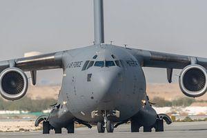 It's a big one! Een Boeing C-17 Globemaster III van de Indiase Luchtmacht is zo juist geland  op vli