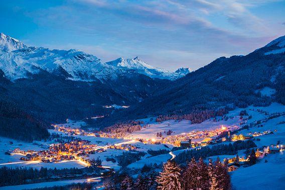Savognin in Zwitserland in de avonduren