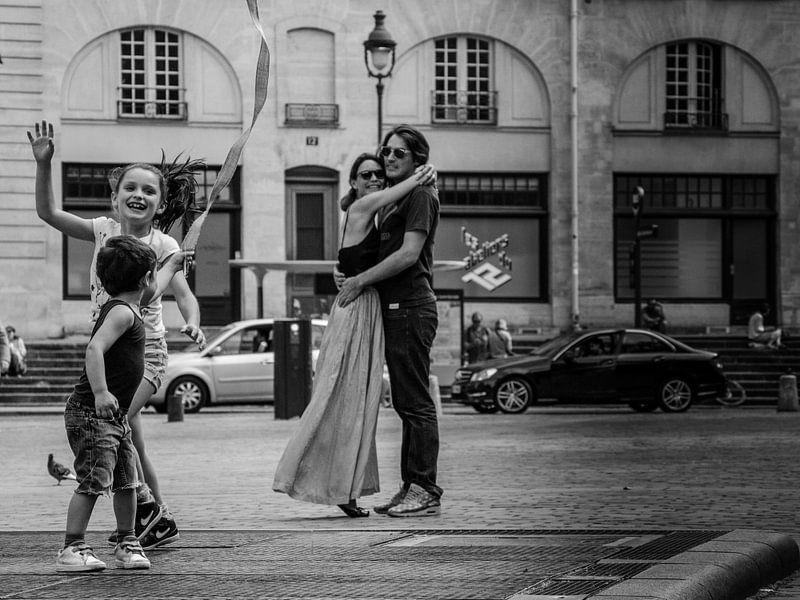 Blije kinderen, blije ouders van Emil Golshani