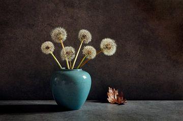 Stilleven met pluizenbollen van Corinne Welp