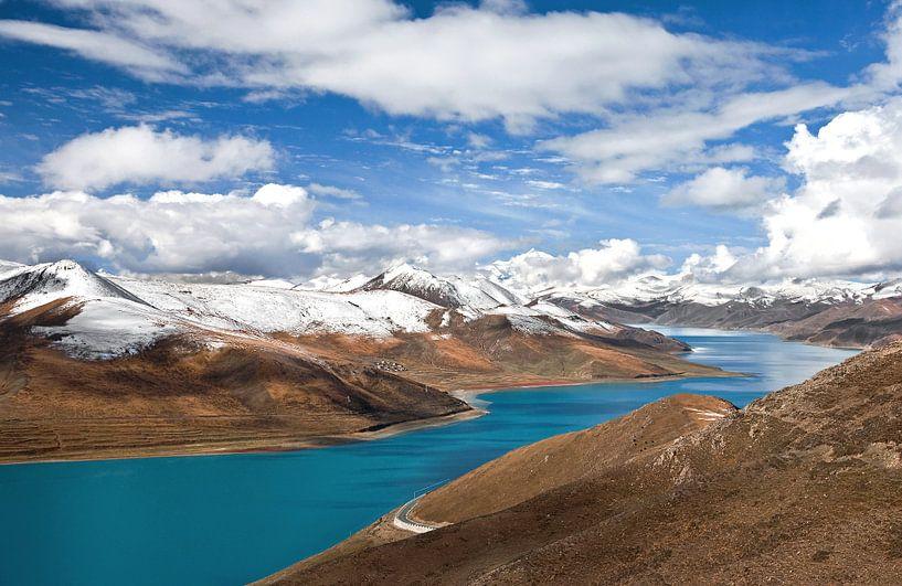 Yamdrik meer in Tibet van Jan van Reij
