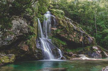 Virje-Wasserfall, Slowenien von Isai Meekers