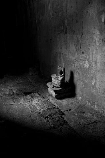 Eenzame Buddha van Studio Wanderlove