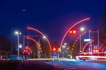 spoorwegovergang bij nacht van Herman Coumans
