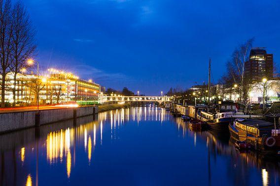 Schemering bij het Merwedekanaal in Utrecht