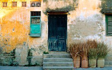 Antique Wall - Hoi An - Vietnam - Asia van Silva Wischeropp