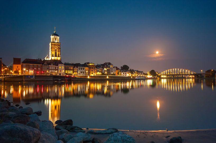 Deventer skyline @ night 2 van Lex Scholten