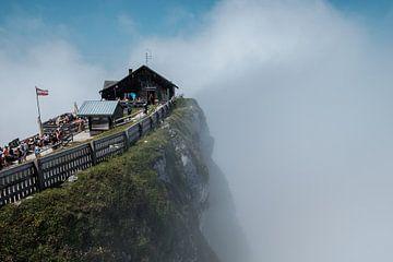 Berghut in de wolken van Martijn van den Hil