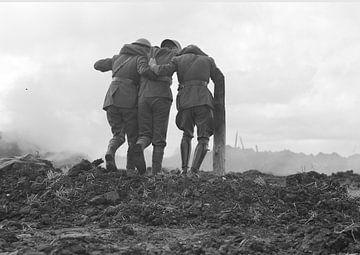 Männer verlassen das Schlachtfeld im Ersten Weltkrieg von Atelier Liesjes