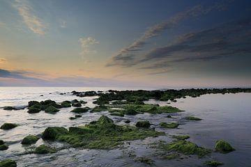 Ameland op zijn mooist bij zonsondergang. van Rinnie Wijnstra