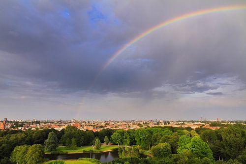 Amsterdam skyline regenboog