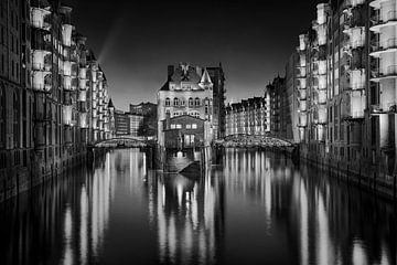 Hamburg Speicherstadt met waterburcht. Zwart-wit foto van Fine Art Fotografie