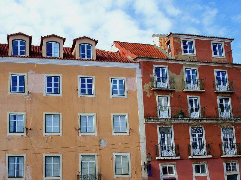 Kleurrijke gevels, Lissabon van Inge Hogenbijl