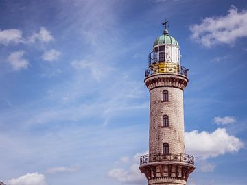 Phare de Warnemünde avec ciel bleu sur Animaflora PicsStock