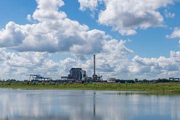 Voormalige elektriciteit-centrale bij Nijmegen van Patrick Verhoef