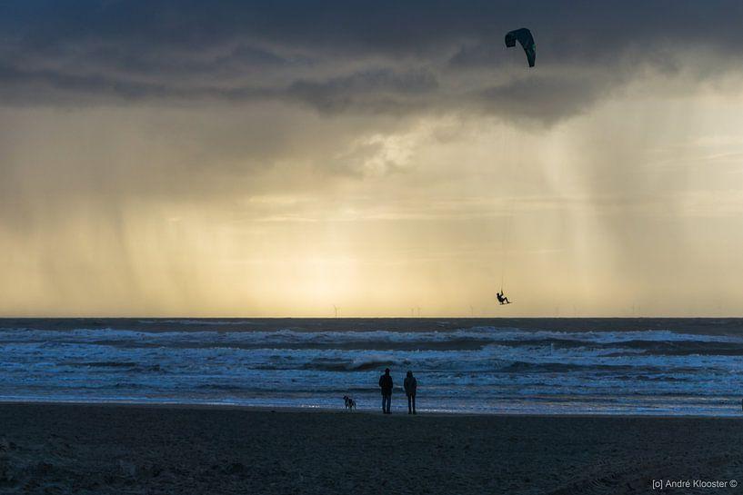 avond Kite Surfen van Andre Klooster