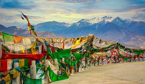 Gebedsvlaggen voor de bergen van de Himalaya, Tibet