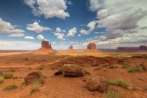 Mooie wolken boven Monument Valley van