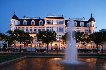 Hotel Ahlbecker Hof  bei  Abenddämmerung, Ahlbeck, Insel Usedom, Mecklenburg-Vorpommern, Deutschland