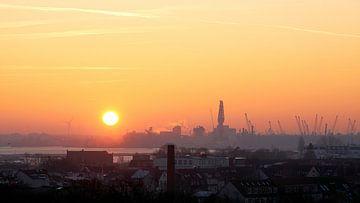 Blick auf den Hafen der Hansestadt Rostock in Deutschland am frühen Morgen von Heiko Kueverling
