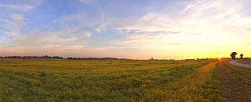 Panorama d'un coucher de soleil dans un paysage magnifique