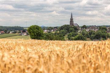 Kerkdorp Vijlen tussen de  tarwevelden van John Kreukniet