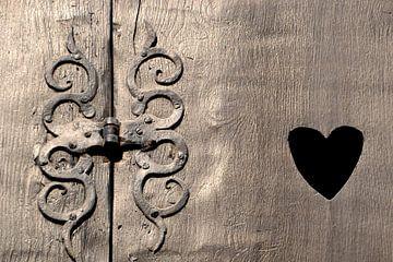 historisch houten vensterluik in Quedlinburg van Heiko Kueverling