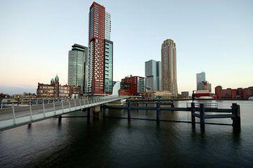 De kop van zuid en  Rijnhavenbrug van Remco Swiers