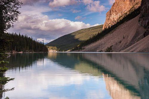 Moraine Lake in Banff NP von Ilya Korzelius
