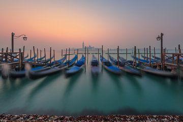 Gondeln von Venedig von Robin Oelschlegel
