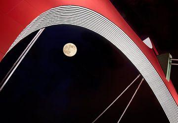 Volle maan onder brug van Marcel van Balken