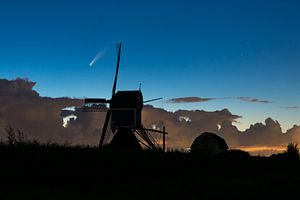 Komeet boven hollandse molen