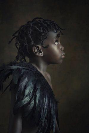 Nigeriaans meisje met verenkraag van Reiny Bourgonje Fotografie