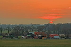 Boerderij en de rode zon