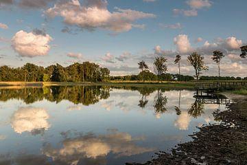 Wolkenreflectie van Marianne van der Westen