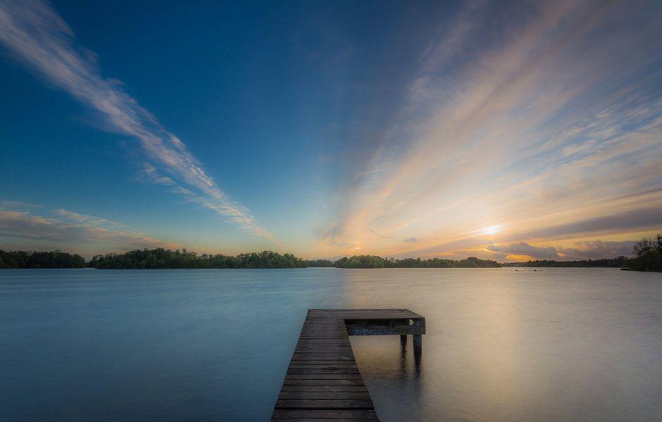 Zonsondergang op een steiger van Koos de Wit