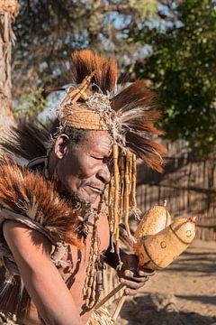 Medicijnman ui Namibië. van Cees van Vliet