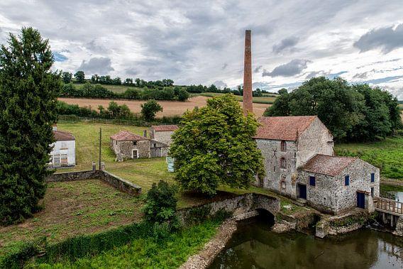 Een verlaten fabriek bij le Pont Charron.