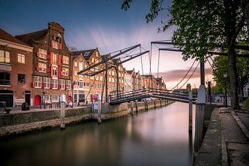 Dordrecht Kuipershaven ophaalbrug (Nuance blauw) van Danny den Breejen