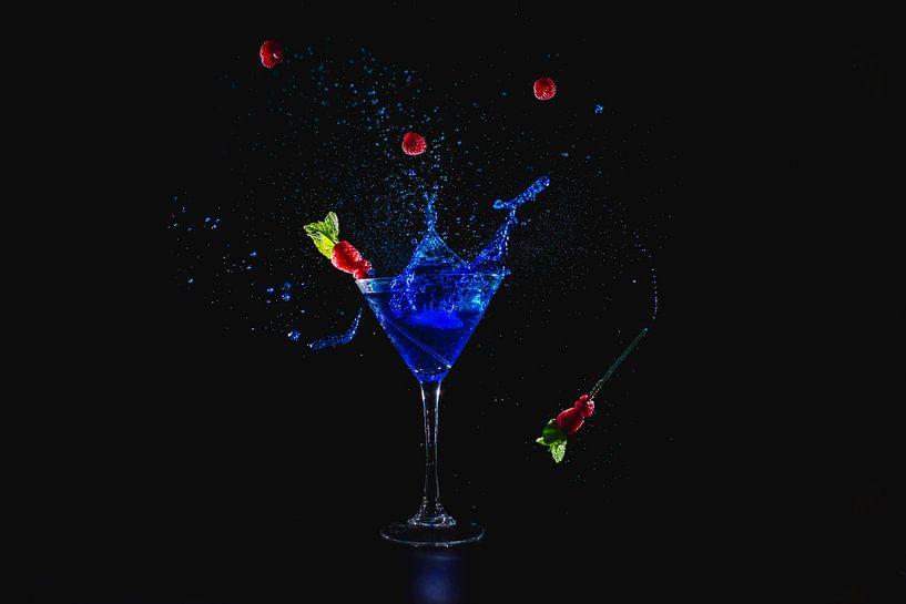 Blauwe cocktail spetters, blue cocktail splash van Corrine Ponsen