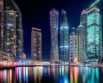 Cayan Tower à Dubaï Marina de nuit sur Rene Siebring