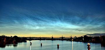 Lichtende Nachtwolken Zaanse Schans van Patrick Hartog