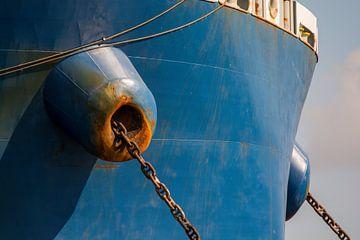 Ankerkettingen kluisgaten van een zeeschip in de haven Amsterdam. van scheepskijkerhavenfotografie