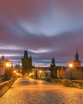 Sonnenaufgang in Prag mit der Karlsbrücke von Henk Meijer Photography