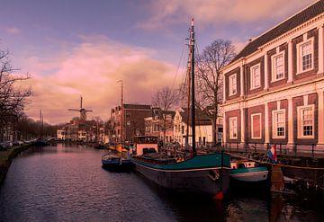 Schiedam / Lange haven tijdens zonsopkomst van Ellen Driesse