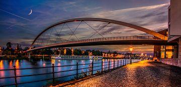 De Hoge Brug in Maastricht tijdens zonsondergang van
